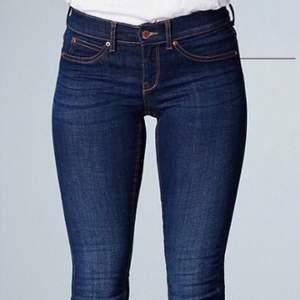 Jätte fina lågmidjade Jeans från Gina ( Alex ) , aldrig använda då de passar ej mig. Storlek S men passar även XS.
