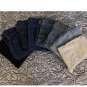 8 par högmidjade jeans ifrån Gina, Kappahl, H&M, BikBok och Amisu/ New Yorker i bra skick, ett par är paperbag jeans (andra bilden, de sitter ungefär som mom jeans), 2 par är håliga skinny jeans och resten är hela skinny jeans. Olika priser mellan 50-100kr, passar nog XS-M, skriv privat för mer info