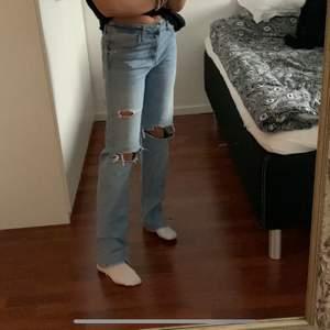 Skitsnygga populära jeans från Zara, dom är i storlek 38 och jag är ca 170 lång, kan mötas i stockholm eller frakta😄