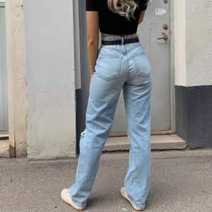 Intressekoll på mina slutsålda håliga jeans från Gina Tricot! Så snygga och populära!!💕 Bud börjar på 550kr ✨ HÖGSTA BUD: 600kr!!