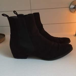 Superfina boots från Tamaris. Knappt använda. Storlek 38.