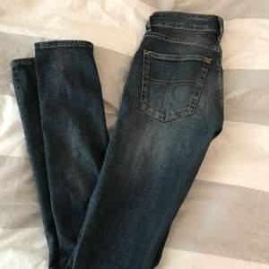 Ett par jeans i en superfin färg från tiger of sweden i storleken 24/32. Stretchiga i materialet. Säljs då jag tyvärr växt ur dem. Betalning sker via swish, köparen står för frakt👍🏼