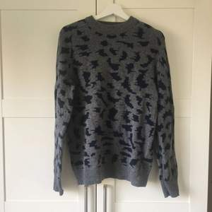 Used rarely, very good condition, 100% lamb wool