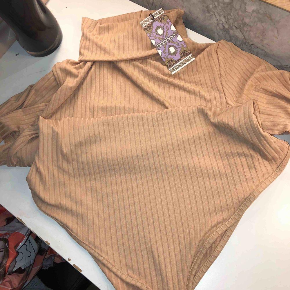 köpt från boohoo och är storlek M, helt ny. 100kr ink frakt. Jeans & Byxor.