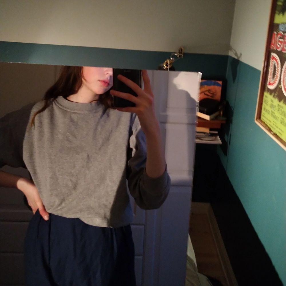 Vanlig collegetröja/sweatshirt från beyond retro! Säljer för har redan så många, ett vanligt basic plagg som bör finnas i garderoben! . Huvtröjor & Träningströjor.