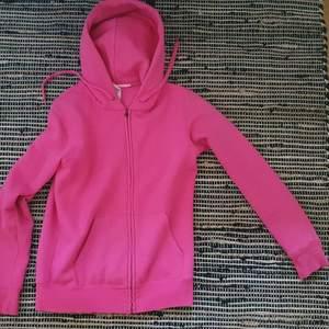 Mysig rosa hoodie. Knappt använd, köparen står för frakten