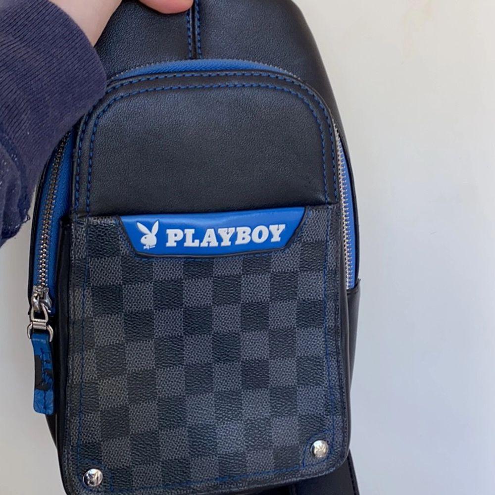 Playboy väska. Passa till både tjej och kille. ( kvinna och man ). Kan posta få köparen står för frakt 😀😀. Väskor.