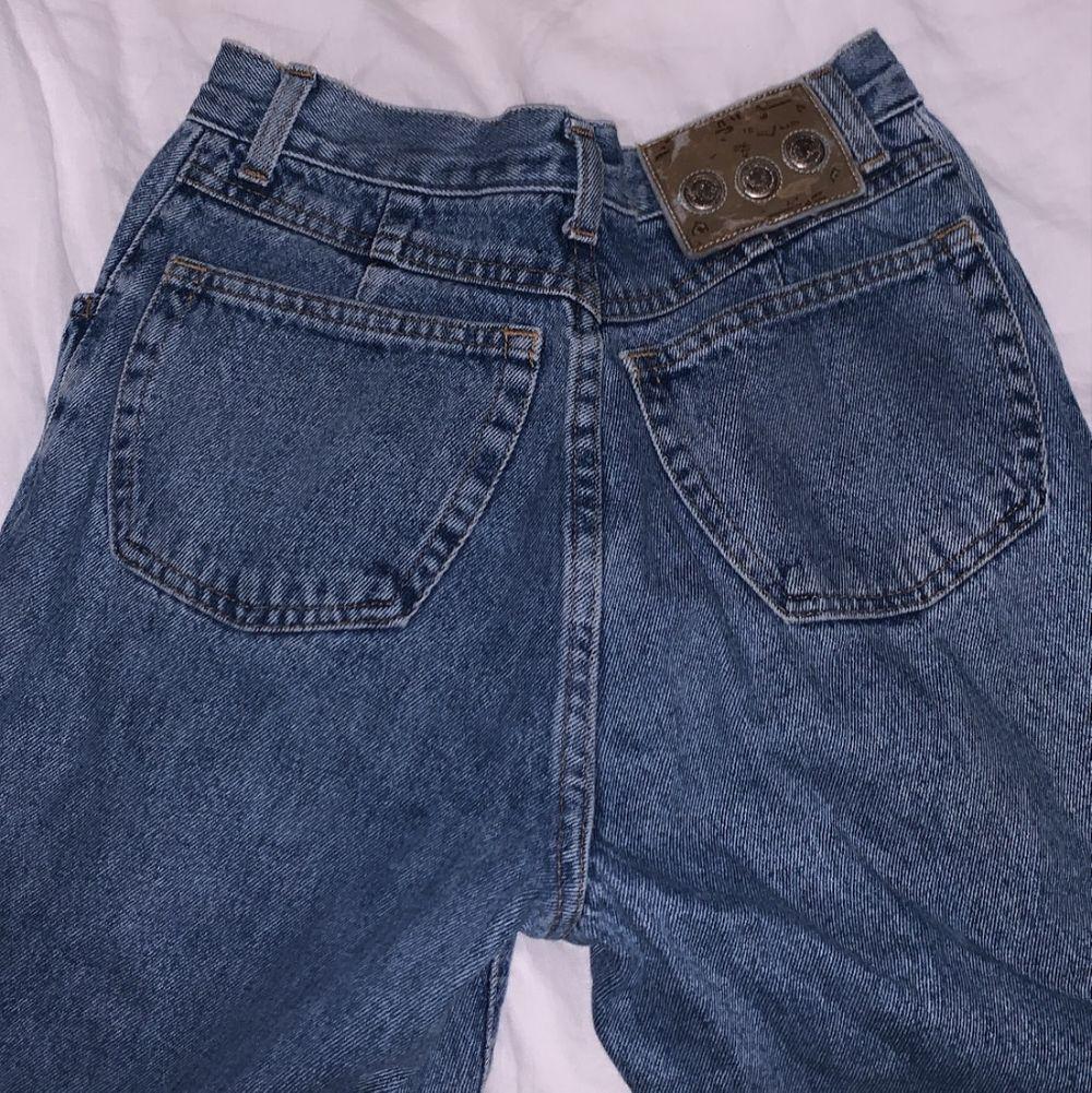 Supersnygga vintagejeans i bra skick (pris kan diskuteras <3). Jeans & Byxor.