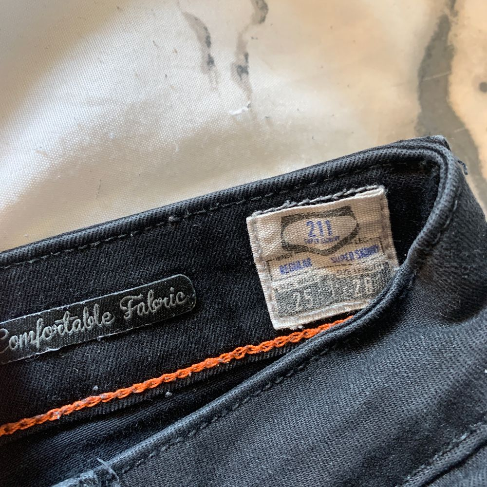 Nypris 699kr. Köparen står för frakten. Modellen 211. Jeans & Byxor.