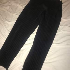 Superfina kostym byxor från hm storlek 34 Använda fåtal gånger passar mig som är 164 lång