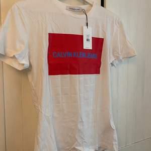 Helt ny calvin Klein T-shirt med lapp kvar, strl M