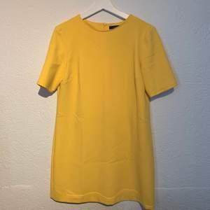 Gul klänning från Zara! Sparsamt använd