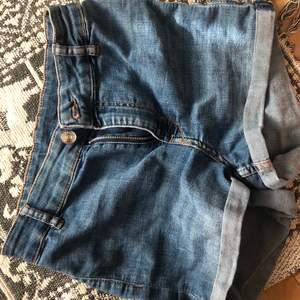 sommar shorts i jeans💜!!! Bra skick och PASSAR TILL DET MESTA😍