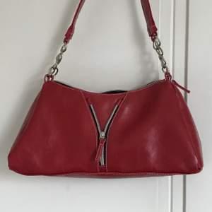 Vintage shoulderbag 🥰 Köparen står för frakten och tar endast swish 💕 Vid flera intresserad bud i kommentarerna