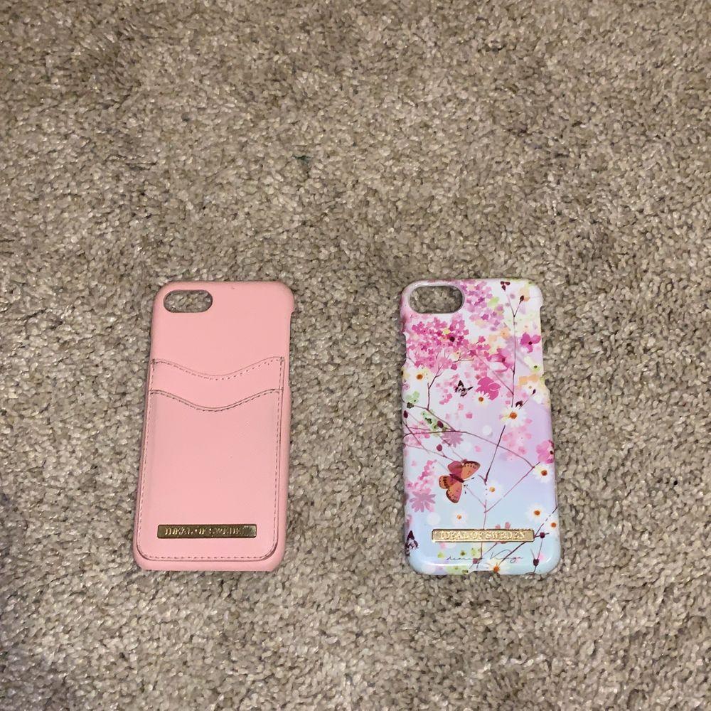 Detta är totalt 9 st iPhone 6,7,8 skal som är i fint skick. Två av dessa skal är ideal of sweden och är i samma skick. En liten spricka på ett skal men är osynlig och väldigt minimalt. De flesta skal är inte ifrån Sverige och är då svårare att få tag på. IOS - skalen kostar 50 kr styck, och övriga 30 kr styck. Medan Ariana Grande skalet kostar 40 kr. Frakt betalar köparen. Man kan dessutom köpa alla 9 skal för 350 kr, eller om ni vill förhandla om priser. Skriver ni bara privat till mig ❣️ (BTW VET INTE VAD FRAKTEN KOSTAR, UTAN TOG BARA NÅGOT) MEN TAR REDA PÅ FRAKLOSNAD VID INRESERADE KUNDER.. Accessoarer.