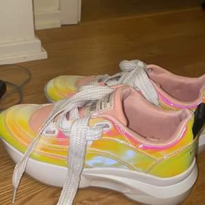 As coola sneakers, använda en gång!