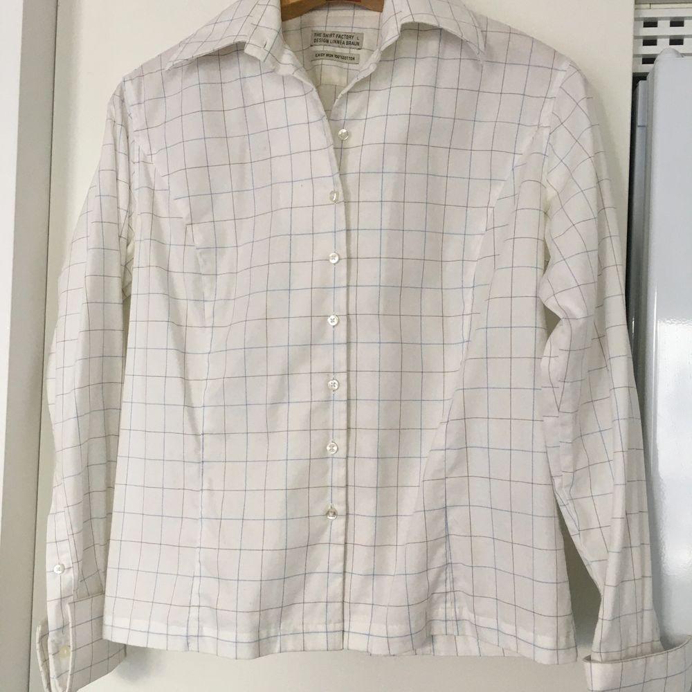 The Shirt factory design linnea Braun .stl L. Som ny efter bara engångs användning. Fri frakt . Blusar.