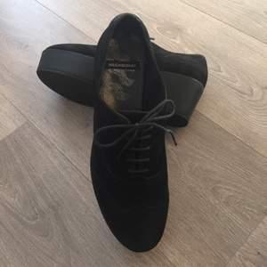 Knappt använda, Vagabond skor i storlek 39, mocka.  Ord. 700 kr.  Har swish.