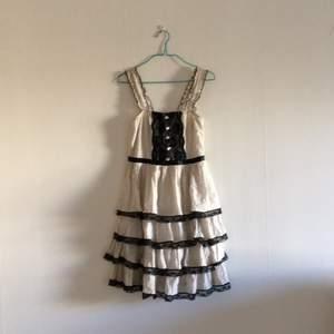 Klänning i lolita stuk. Väldigt söt och originell! Köpt i Japan!