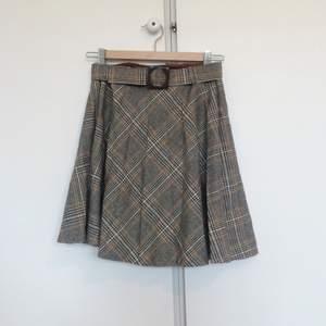 60s tweedkjol med matchande bälte med liten spricka i spännet. Se bild! Inklusive frakt.