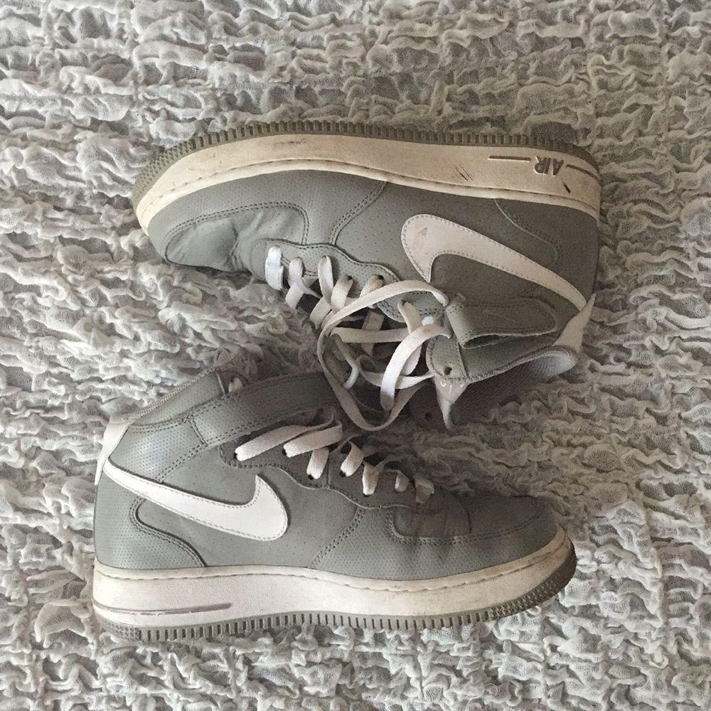 Snygg grå Nike air - FRI FRAKT !. Skor.