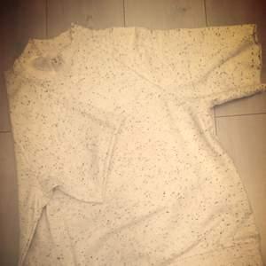 Lite oversize tröja med 3/4 ärmar. Inte använd... cheap monday