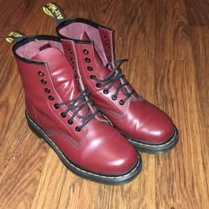 Dr martens skor, storlek 38. Använda 2 gånger!  Ordpris - 1300