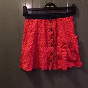 Så snygg kjol från topshop! Aldrig använd! Köparen betalar frakt eller upphämtning i Upplands-Bro :)