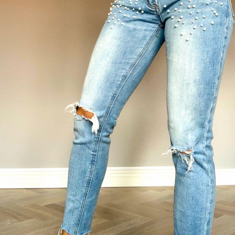 Dags för dom här pärlorna att hitta ett nytt hem! Väldigt fina jeans i strl XS som använts alldeles för lite. Köpta från americandreams för 699kr. . Jeans & Byxor.