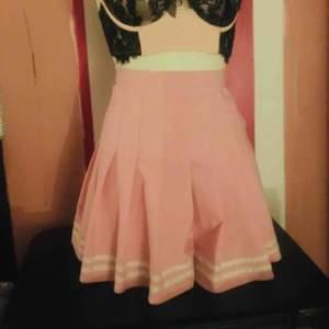 Kawaii rosa school girl skirt från etsy.com Nyskick Nypris 499kr