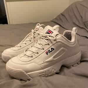 Fila skor i storlek 41. Använda 2 gånger. Alltså fint skick. Köparen står för frakt. 44kr.