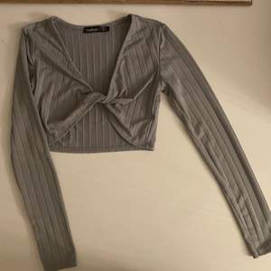 Helt ny så aldrig använd tröja i storlek 36. Säljer den billigt endast för 70kr 💕 & filmar alltid när jag skickar🔊