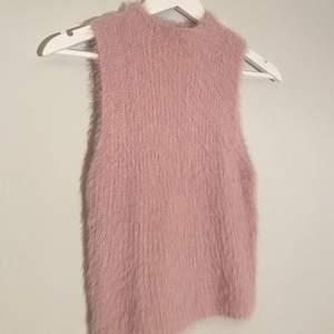 Rosa mysig tröja från zara!! Använd en gång och passar perfekt till hösten!!