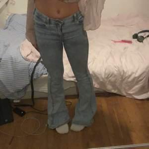 Dr denim jeans köpta på secondhand men som i nyskick förutom ett hål inuti bakfickan som var där när jag köpte dem som man inte ser eller märker av alls