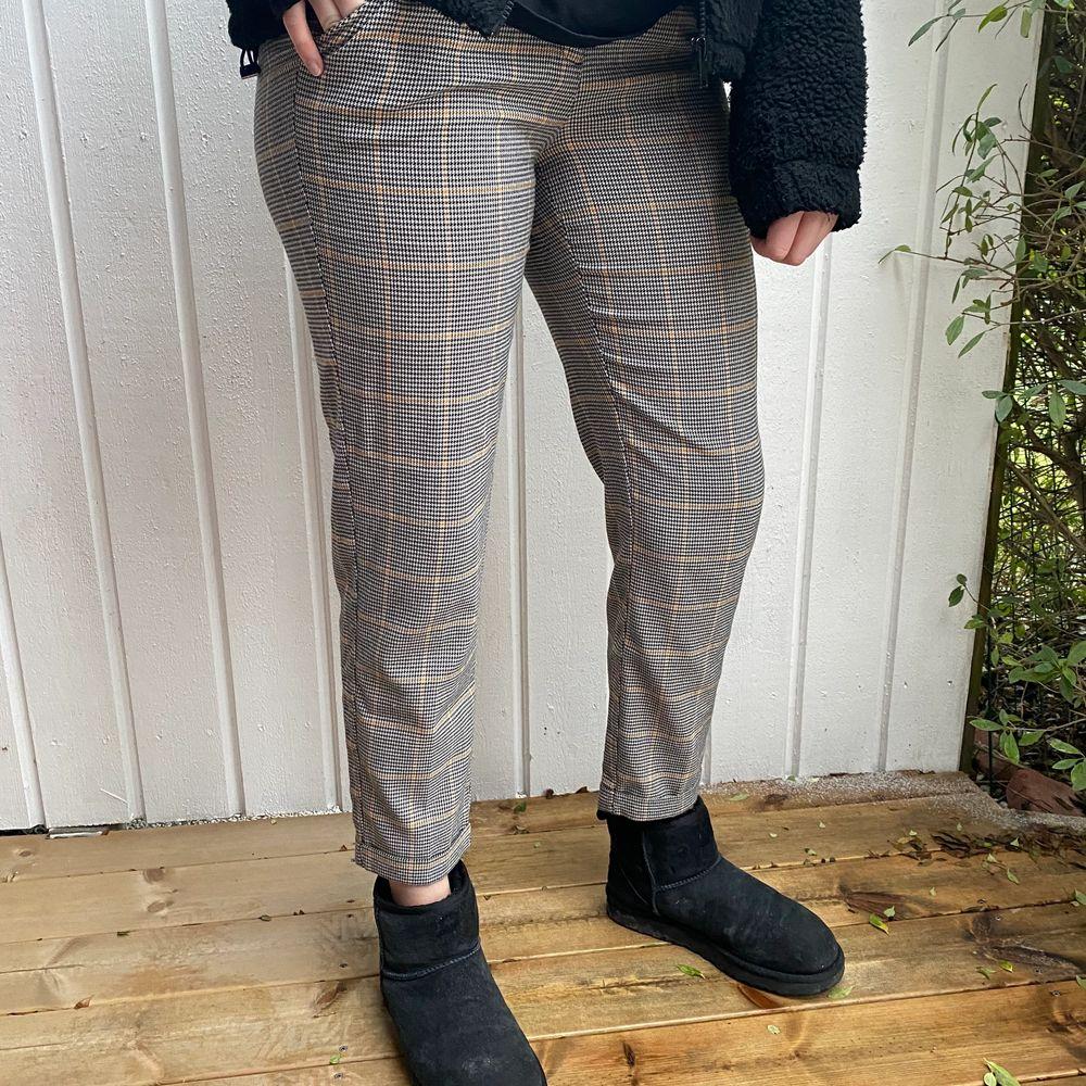 Fina byxor men använder inte längre. Säljer för 70 + frakt💓💫🤪. Jeans & Byxor.