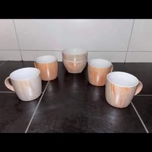Säljer 4 koppar och två skålar. Aldrig använda