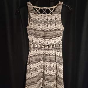 H&M klänning med hipster mönster