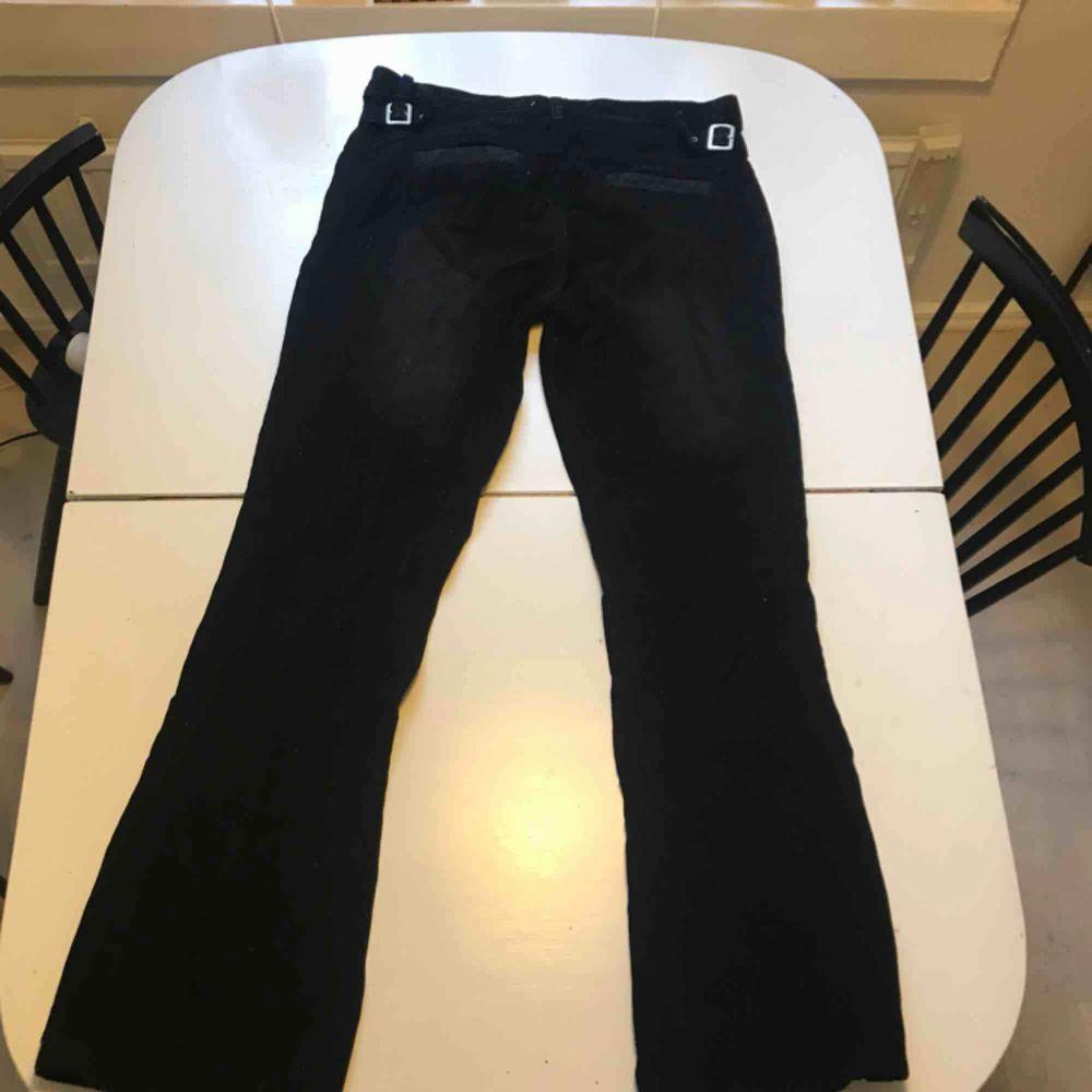 Svarta Manchester byxor från Björn Borg. Står strl 54 men passar mer som en 42-44. Jeans & Byxor.