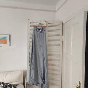 Långklänning från Pelle P i storlek L, 150 kr inkl frakt. Lite vriden, se sista bilden