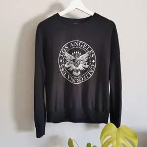 Mysig långärmad tröja från Gina Tricot, några år gammal men i bra skick! Köparen står för frakt.