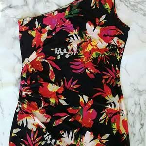 Ny kläning stretch #34 väldig fin,köpare betalar frakten, avhämtning eller skicka .