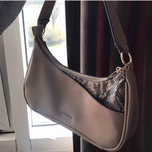 Supersnygg väska från don donna som tyvärr inte kommer till användning:(