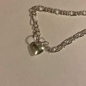 silverfärgat armband handgjort av mig💖bladhsmycken på Instagram! (Frakt inräknat i priset) finns endast en av denna!