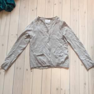 Grå kofta i merinoull från Samsøe & Samsøe, min favorit som tyvärr krympt lite i tvätten, är strl M men passar nu XS/S