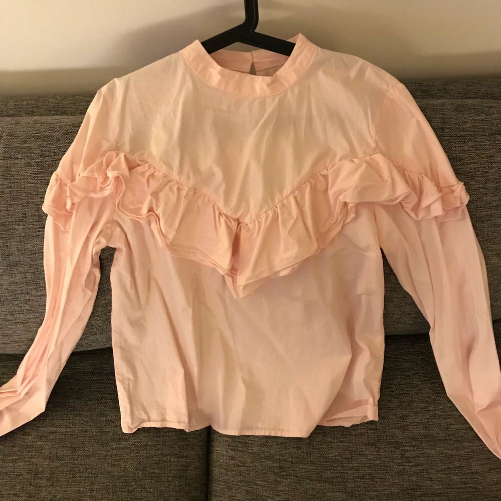 Bikbok pink blouse, size L, never worn! 80 sek + shipping 💓💓💓. Blusar.