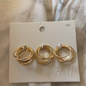 Super fina ringar från h&m. Köpte fel storlek och kan inte lämna tillbaka de. Nypris: 89:90 kr. Mitt pris: 50 kr. Buda i kommentarerna🥰