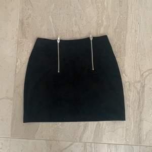 Super söt mocka kjol, passar perfekt till sommaren. Storlek M. Aldrig använd & fint skick