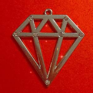 En fin halsbands accessoar med lite diamanter (fejk) på framsidan :) Har ingen användning för den längre. Köparen står för frakt.