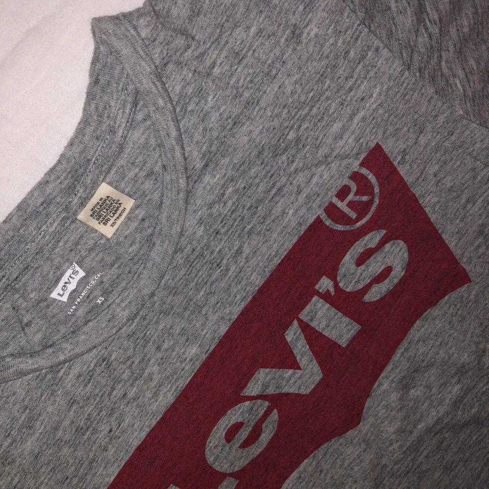 Använd fåtal gånger. Köpt från Levi's butik i London.. T-shirts.
