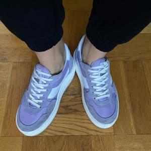 Lila platform sneakers från Sixtyseven. Nypris 799. Använda endast ett par gånger, i princip som nya.